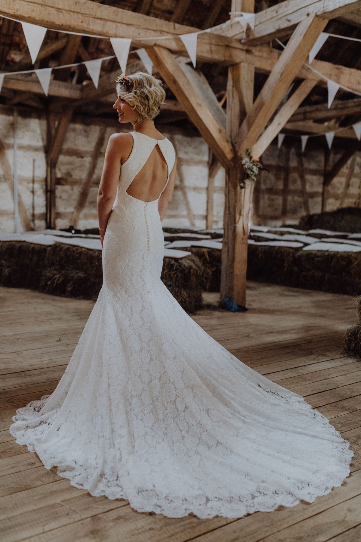 Vintage barns wedding bridal shoot bride wedding dress Pronovias