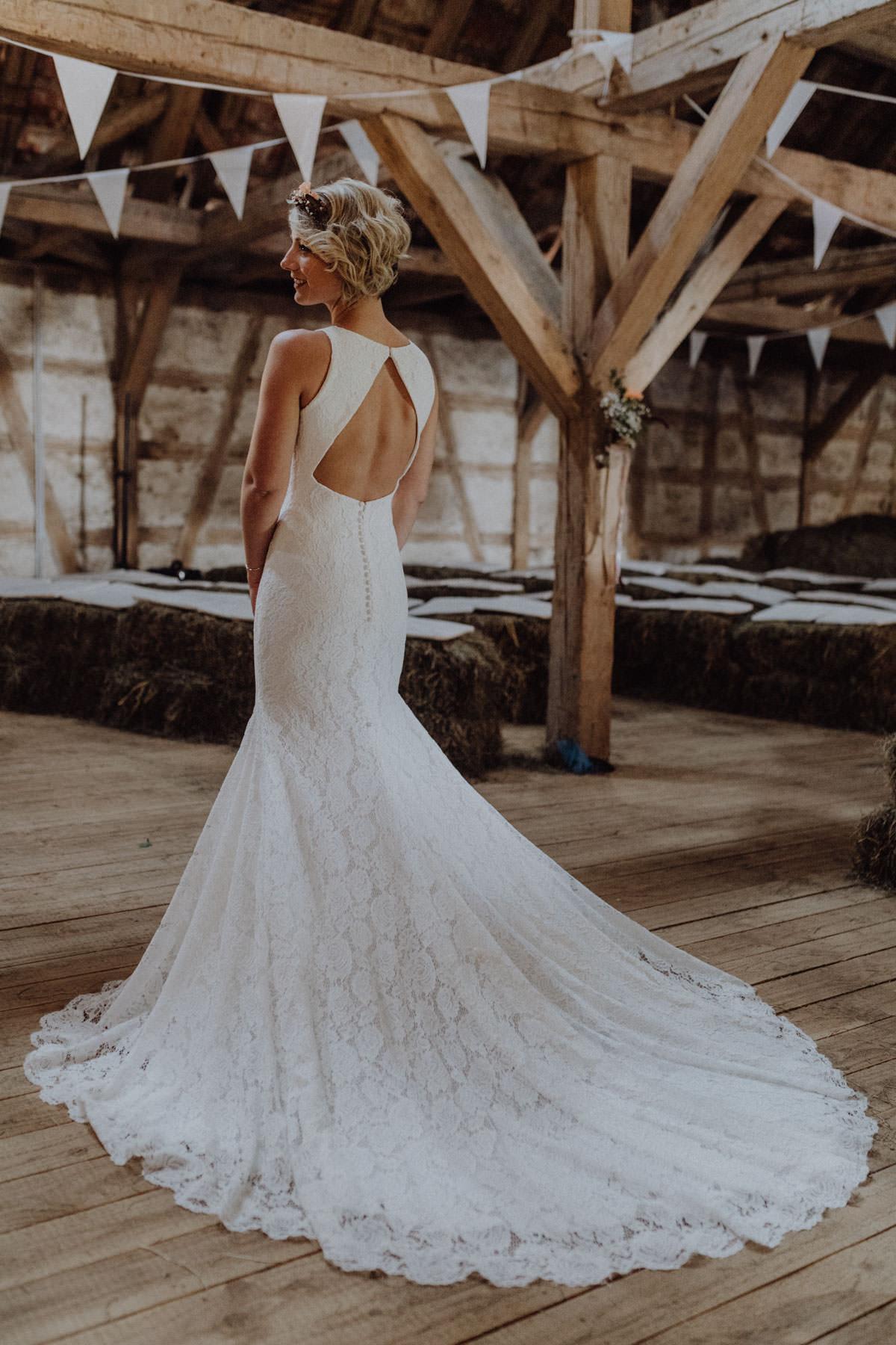 Vintage Scheunen Hochzeit Brautshooting Braut Brautkleid Pronovias