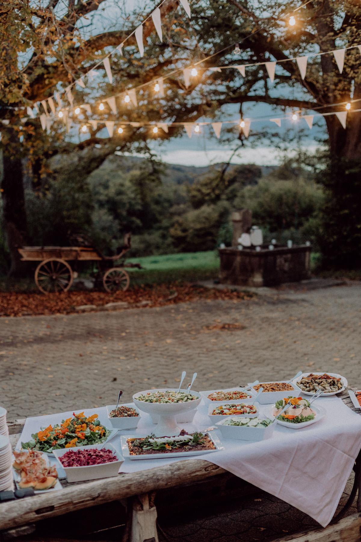 Vintage Scheunen Hochzeit Schwäbische Alb Buffet Lichterkette