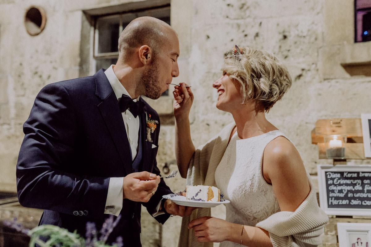 Vintage Scheunen Hochzeit Schwäbische Alb Hochzeitstorte Torte Anschnitt