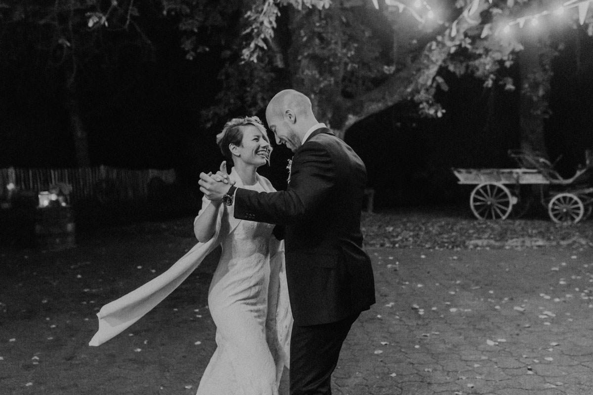 Vintage Scheunen Hochzeit Hochzeitstanz Lichterkette Tanz Party Schwäbische Alb
