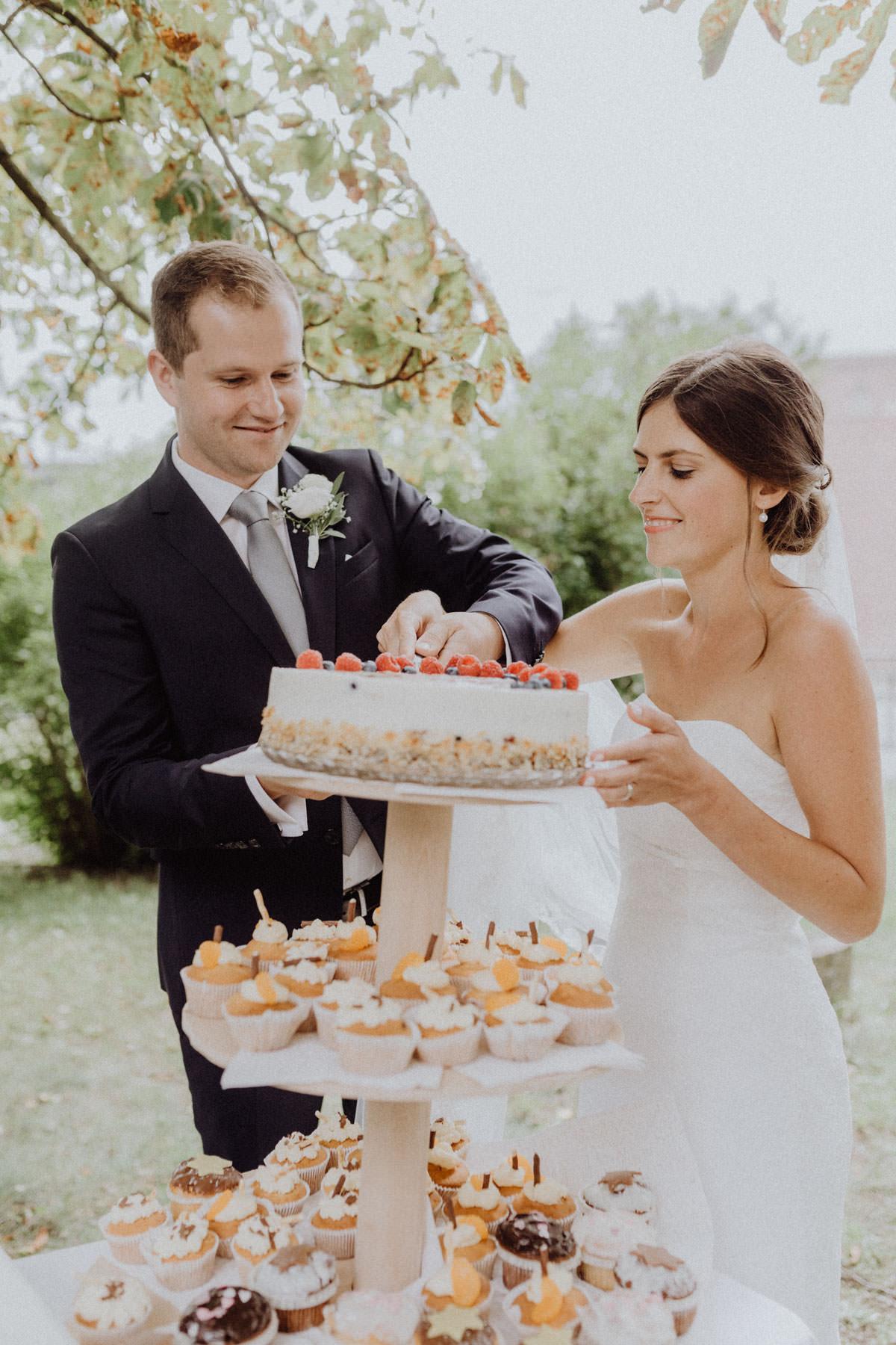 Hochzeitsfotograf Tübingen Hochzeitstorte Kuchenanschnitt Tortenanschnitt
