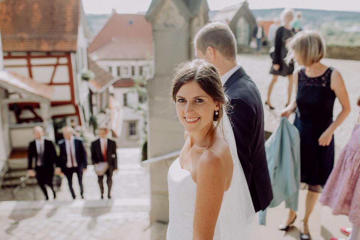 Glückliche Braut Sommer